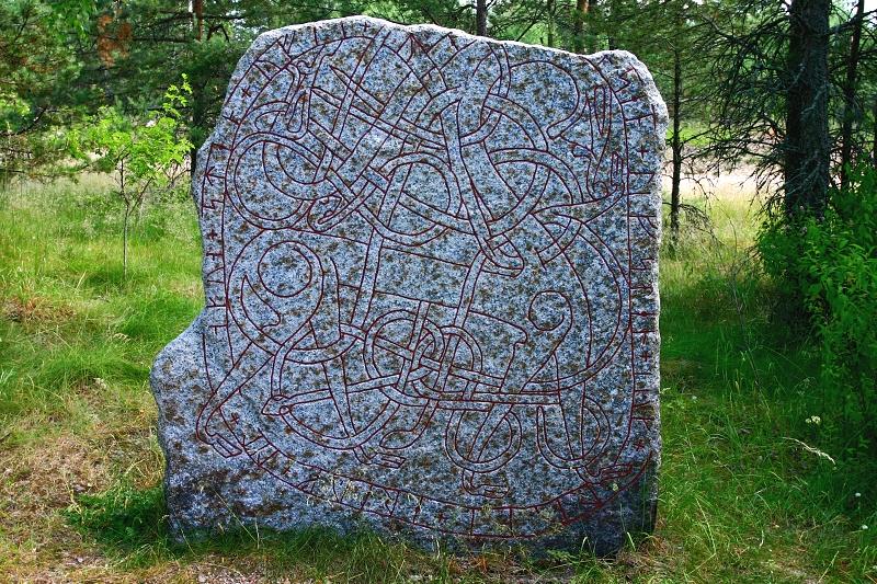 Runový kámen poblíž Gysinge, Švédsko.