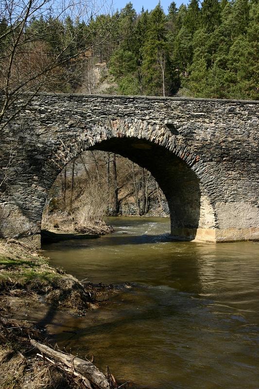 Kamenný most v Rabštejně nad Střelou z let 1335-1340.